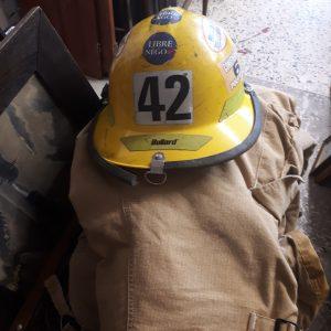Casque et pantalon pompier
